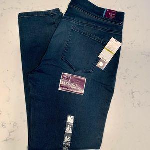 NWT Gloria Vanderbilt Avery Pull On Slim Leg Jeans